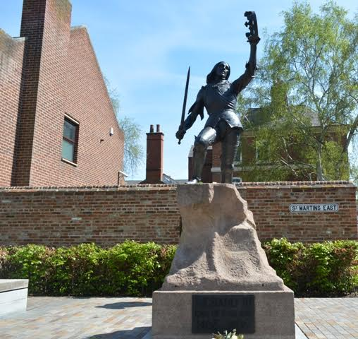 Statue of Richard III in Leicester