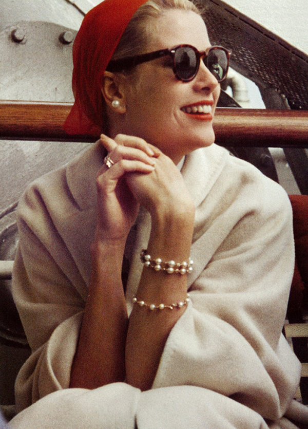The eternal style queen, Grace Kelly in a cape