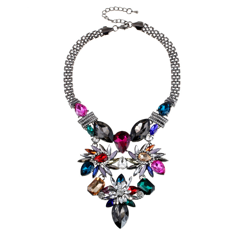 A majestic looking necklace from Trinketsjewellery.com could make a perfect Christmas present